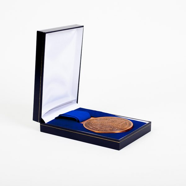 St Andrews Golf Anniversary Medal - 600 85mm Bronze Antique Sports Medal Reverse with blue ribbon and a gold foil embossed presentation case - by Medals UK